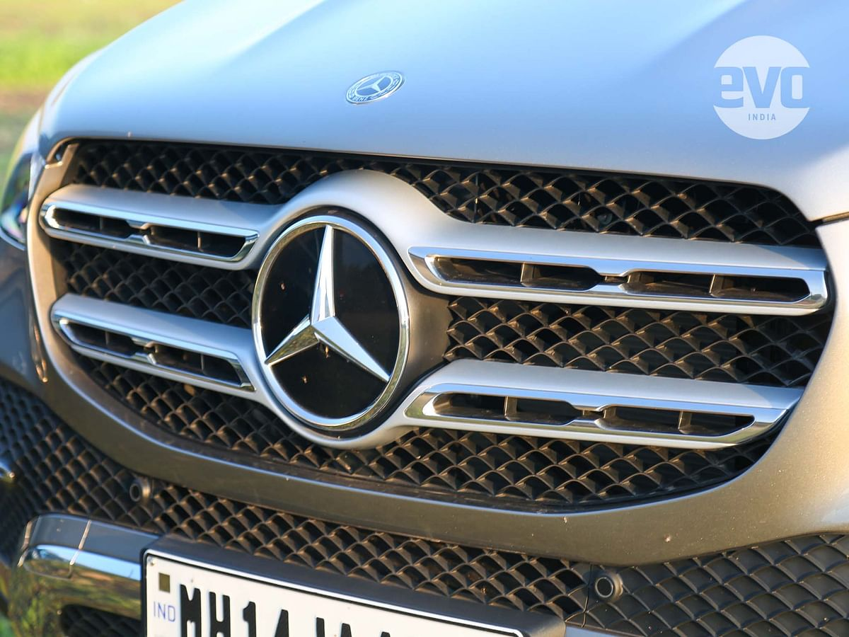Large Mercedes-Benz logo makes the GLE look imposing