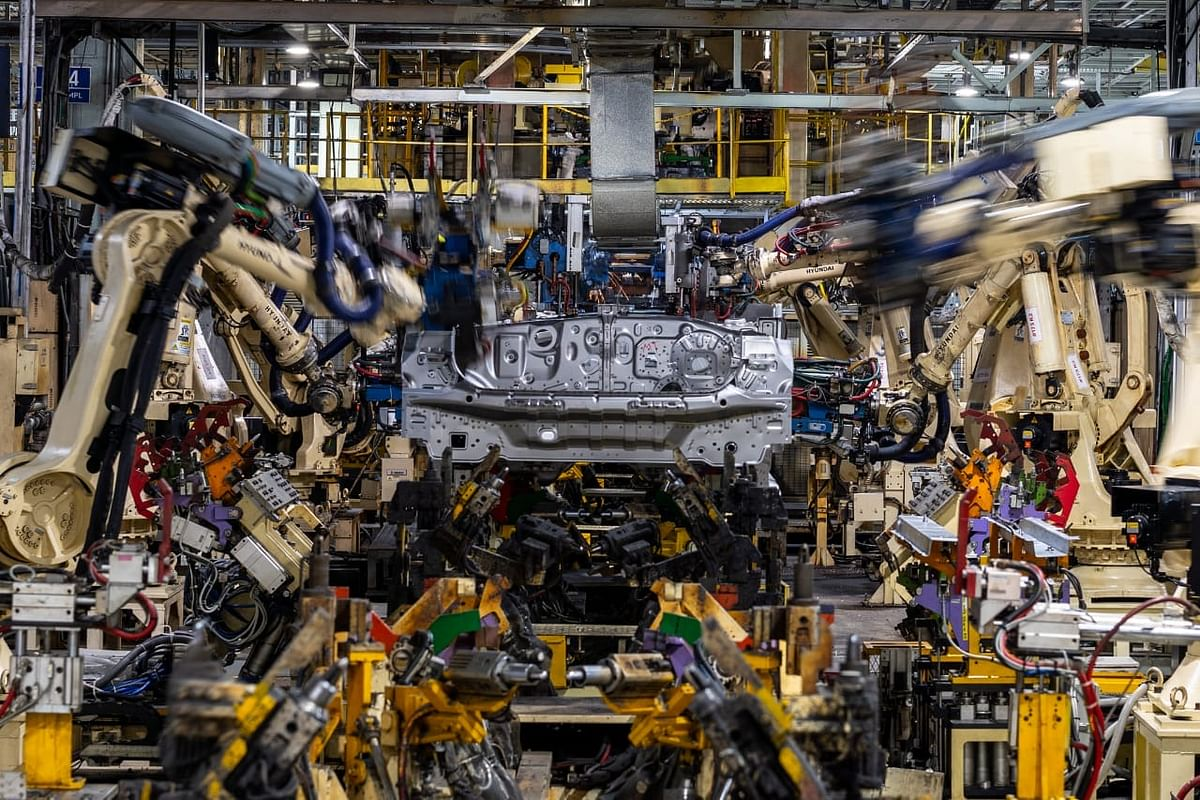 More than 650 industrial robots take up the job of machining and welding parts on to the body panels.