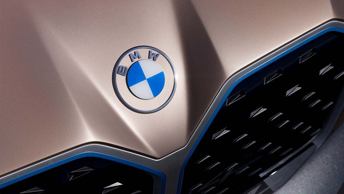 BMW's new logo on the front of the BMW i4