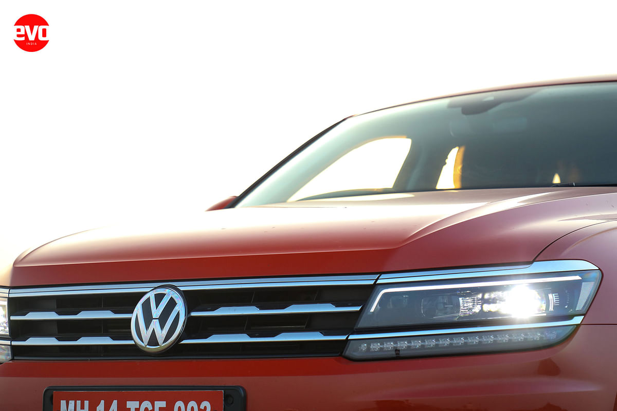 The Tiguan AllSpace gets new DRL elements in the headlamp cluster