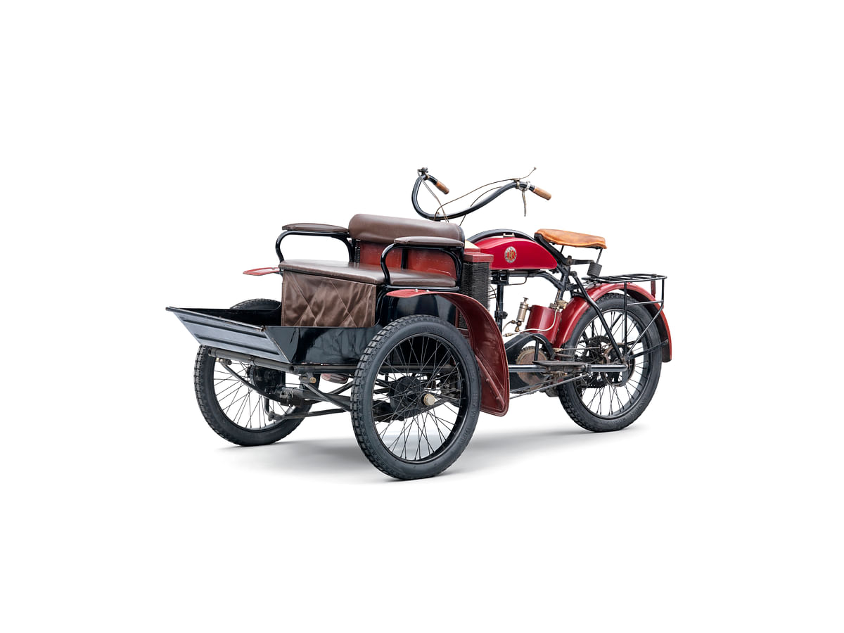 L&K LW-Three-Wheeler-front left 3 quarter