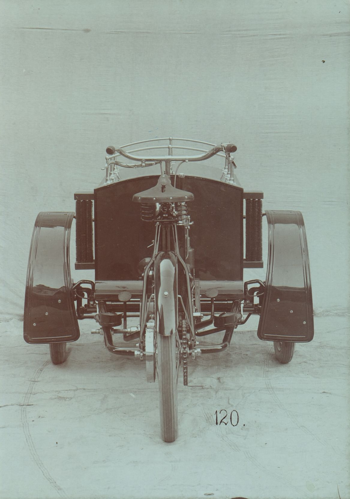 l&k-lw-three-wheeler-front