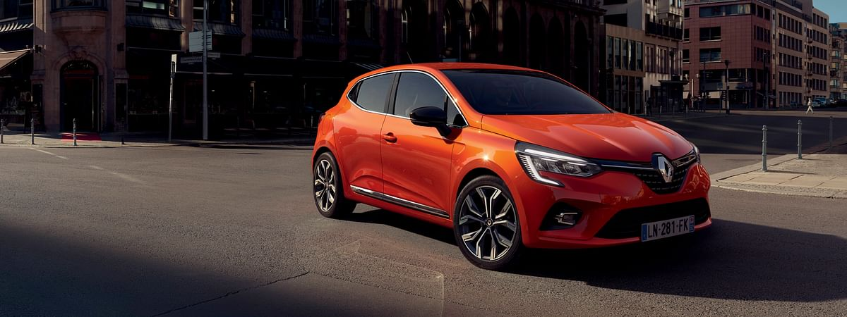 The latest generation Renault Clio looks super stylish