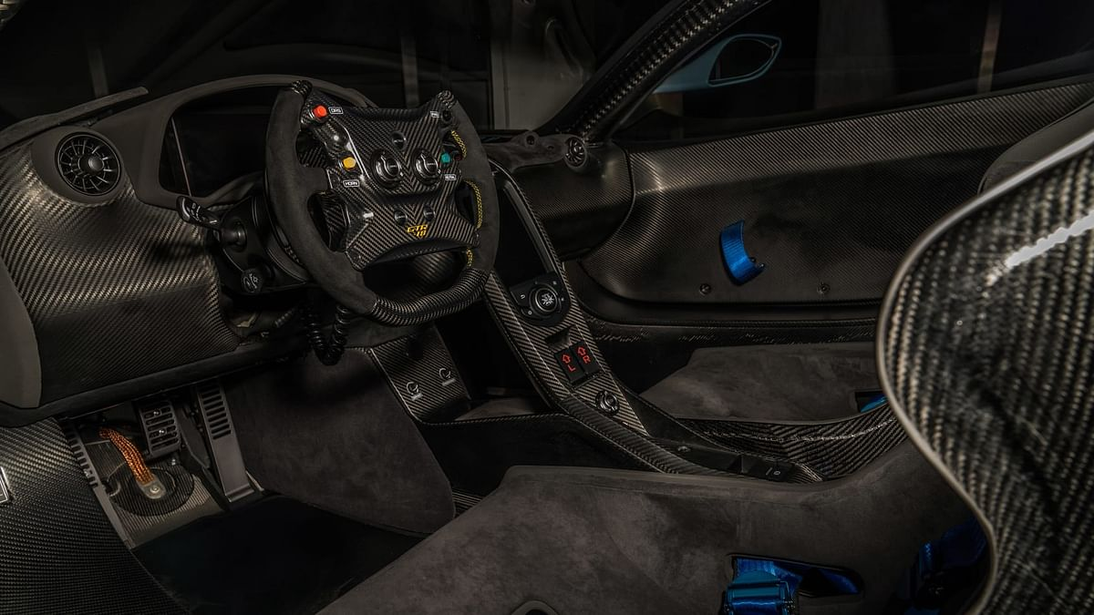 Lanzante McLaren P1 GTR-18, steering and console