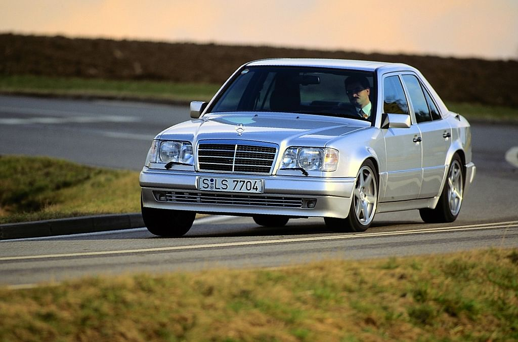 The W 124 showcased the saloon's performance capabilities