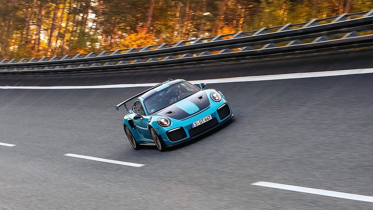 Flat out in the Porsche 911 GT2 RS !