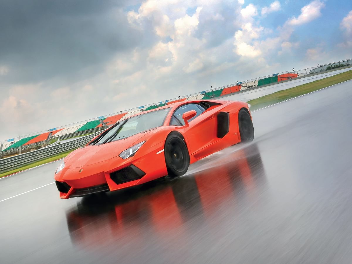 Lamborghini Aventador LP700-4 on a wet BIC. 300kmph club, part 5