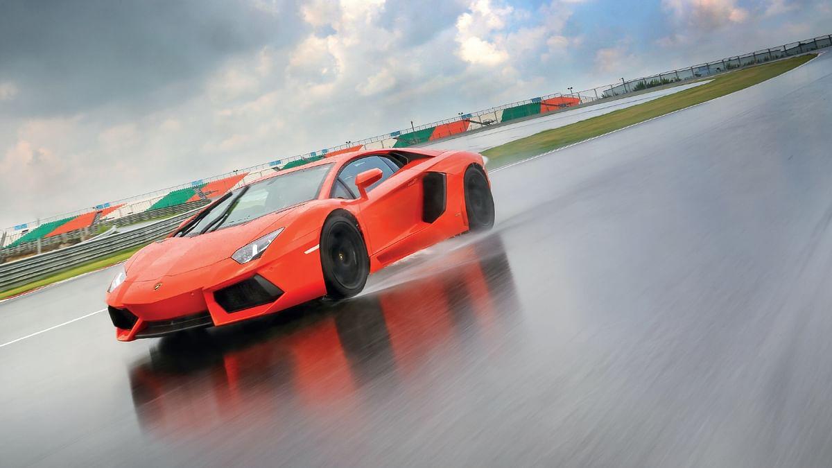 Lamborghini Aventador LP700-4 on a wet BIC. 300kmph club, part 5