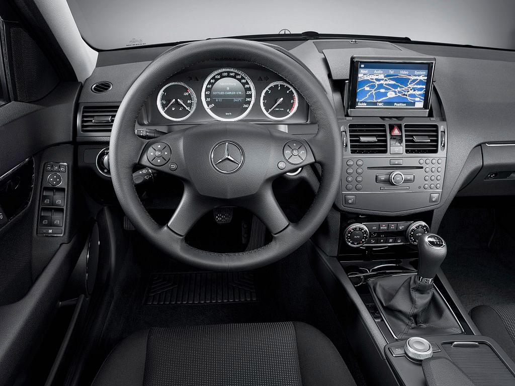 Mercedes-Benz Luxury steering wheel