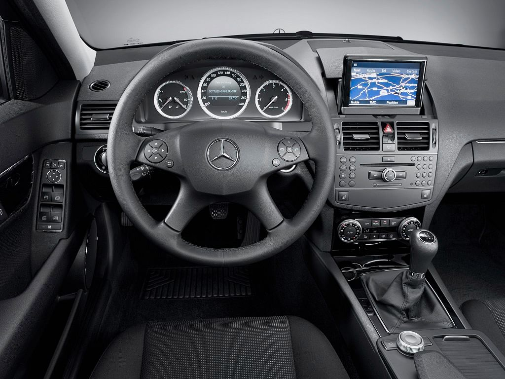 The evolution of the steering wheel, a la Mercedes-Benz