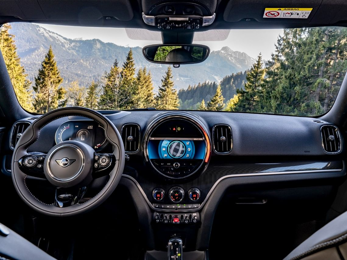 The Countryman gets a 5.0-inch digital instrument cluster with piano black interiors.