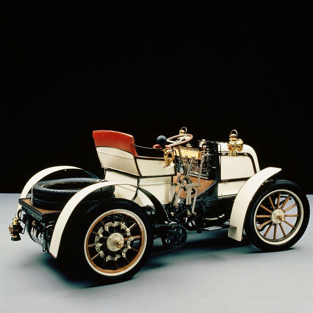 1900 Daimler Phoenix racecar, the first Daimler with a steering wheel