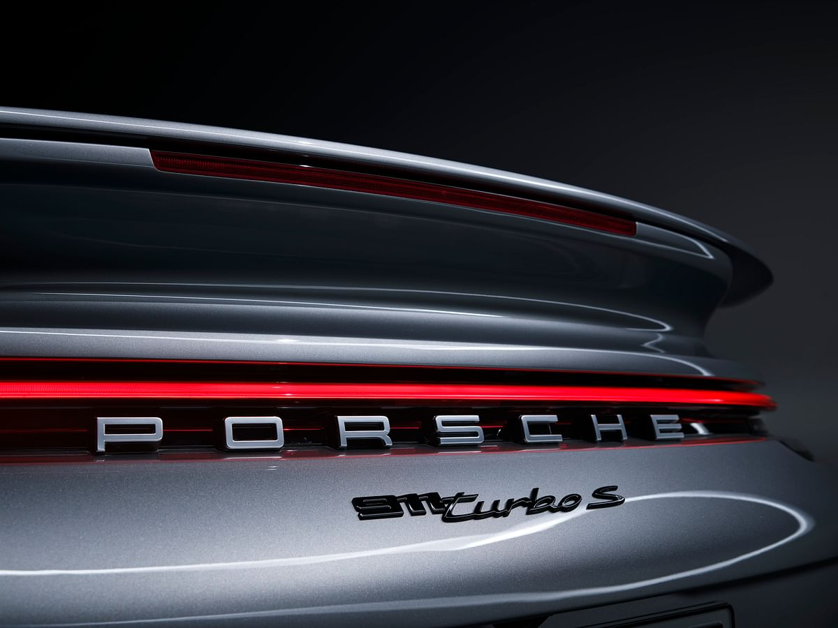 Active rear wing of the Porsche 911 Turbo S