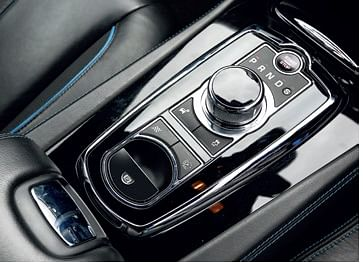 Button marked with chequered flag next to Drive Selector further opens up exhaust note