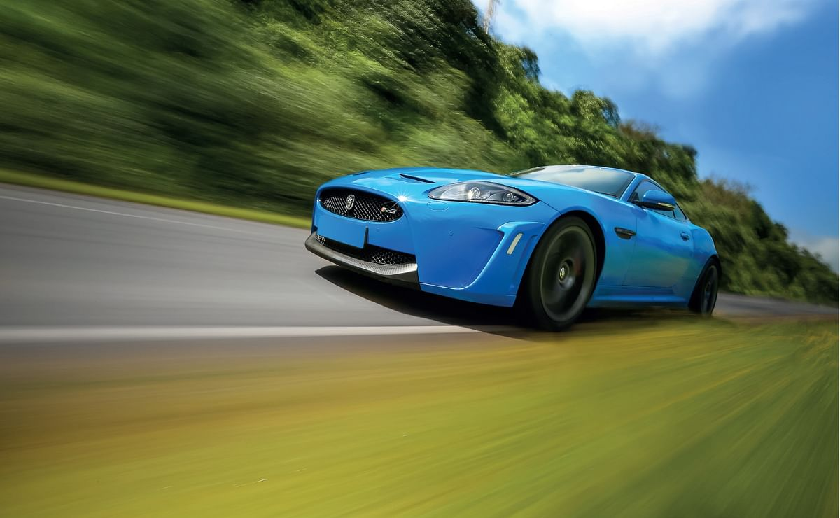 Supercharged Jaguar XKR-S is a tyre smoking demon. 300kmph club, part 4