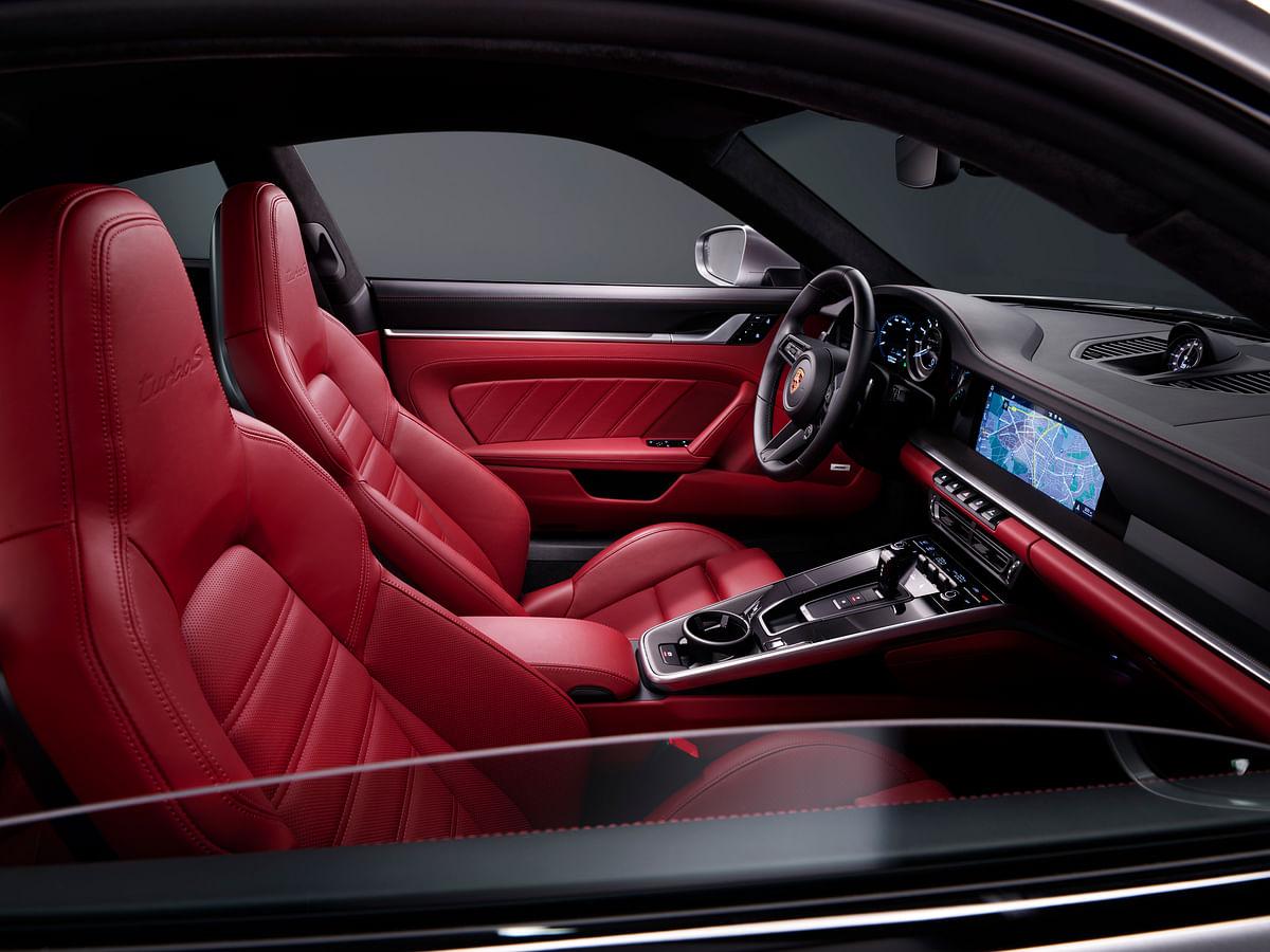 Tasteful interiors of the 911 Turbo S