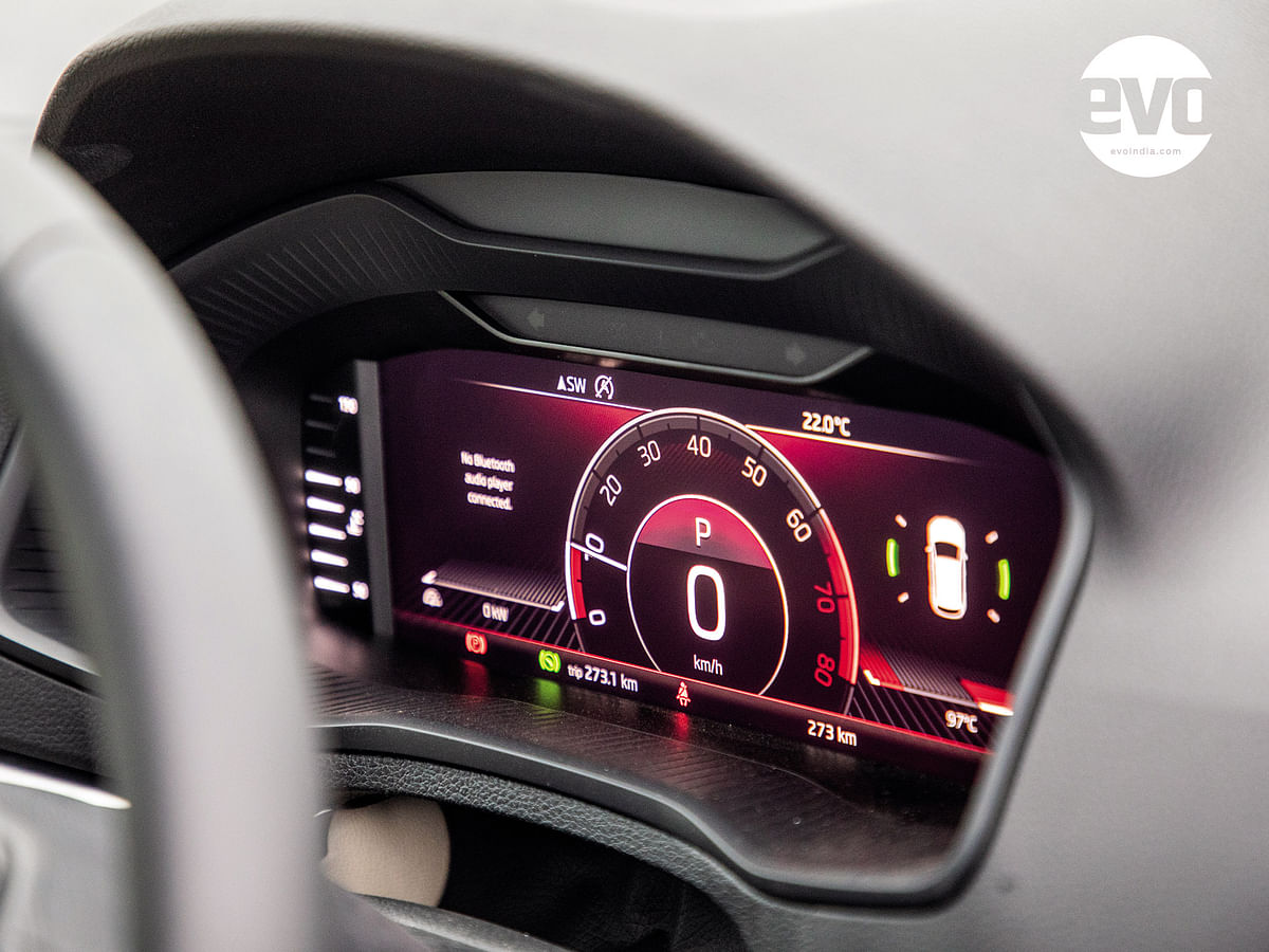 The digital instrument cluster offers very good configurability