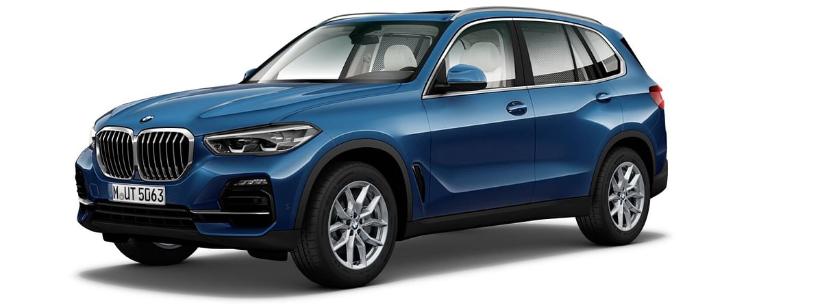 The bumpers of the X5 SportX aren't as blingy as that of the xLine, or as aggressive as the M Sport