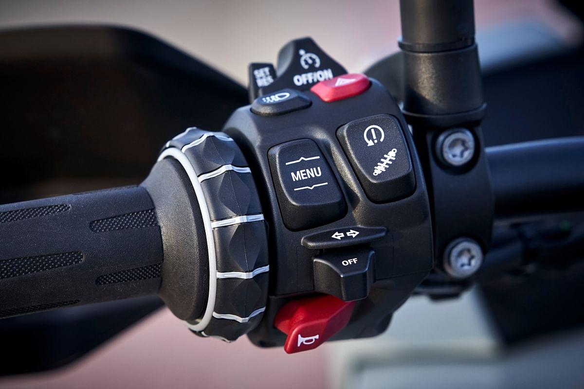 Trademark BMW Motorrad switchgear