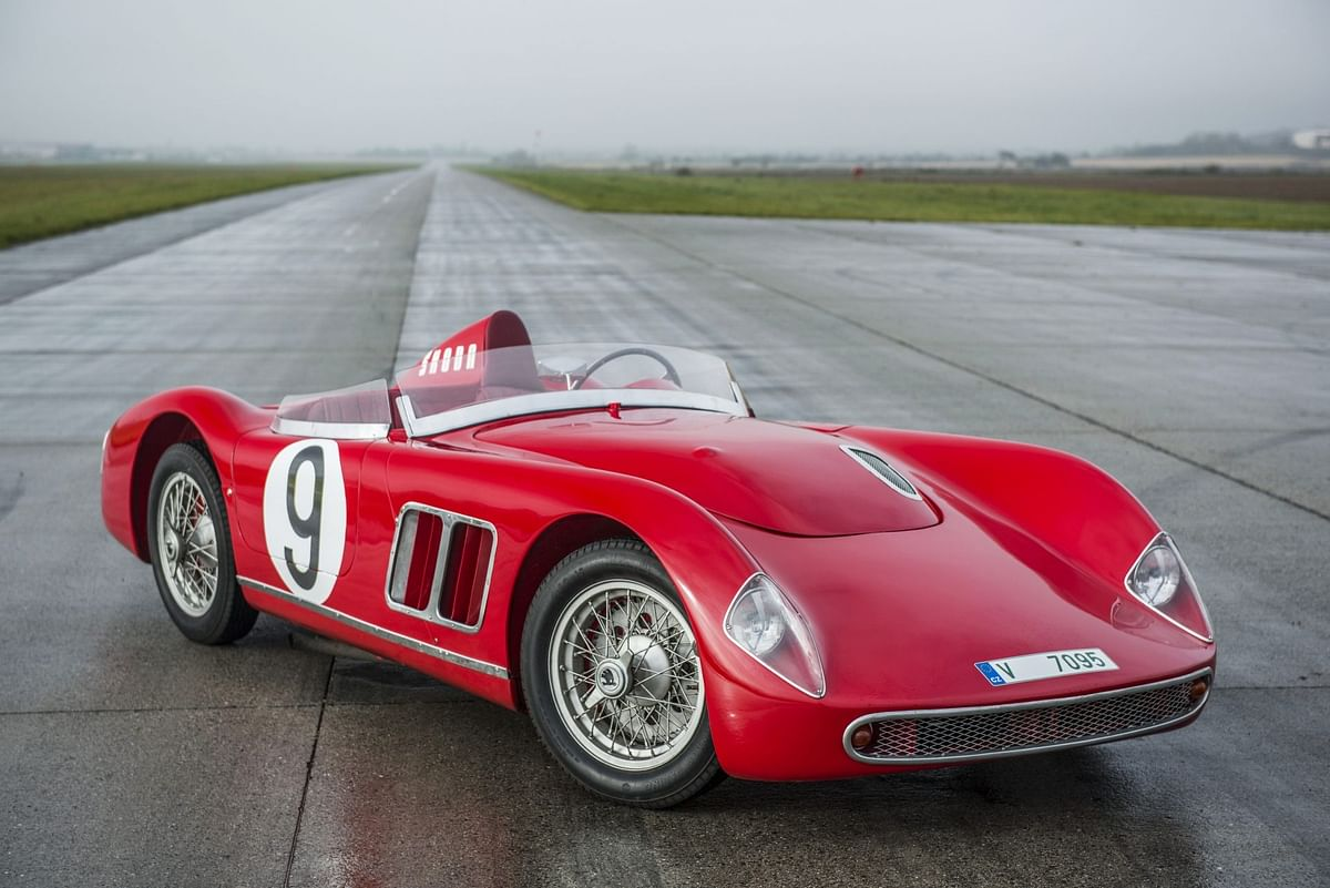 The 1100 OHC was derived from the Skoda 1101 Tudor, and featured a semi-monocoque body with an additional tube-type frame