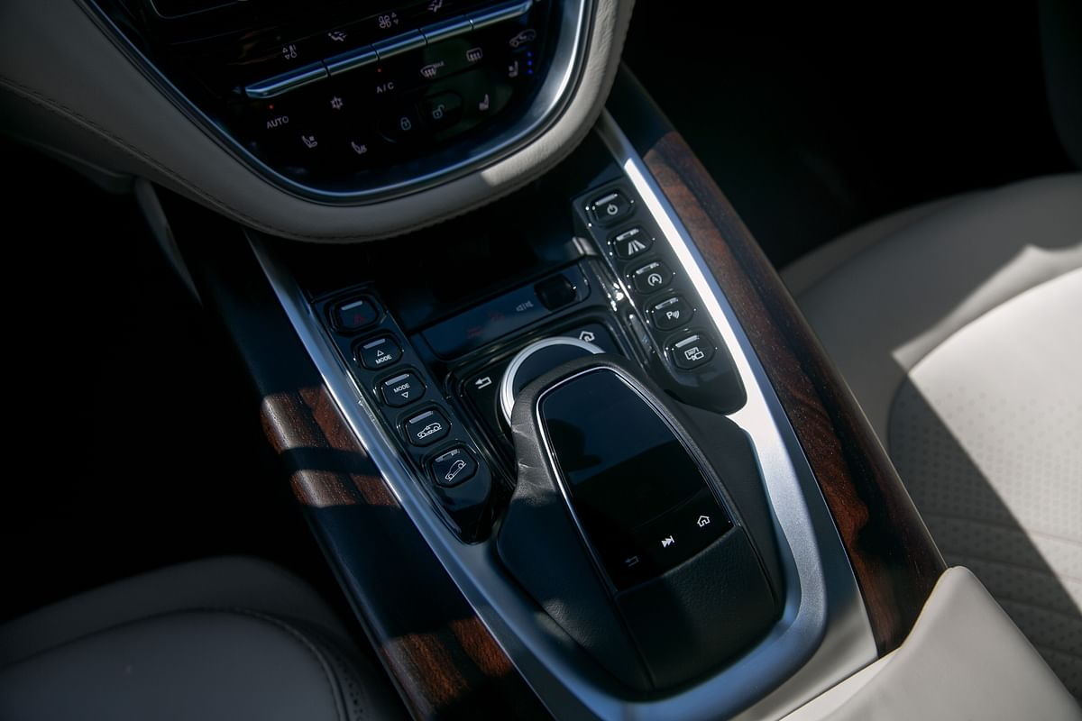 COMAND module straight lift from previous-gen Mercedes-Benz models