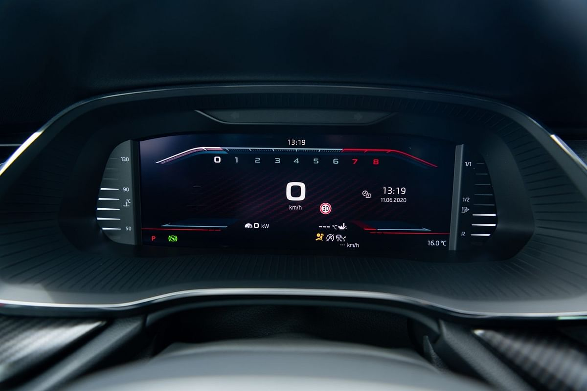 The three RS models are fitted with the Virtual Cockpit instrument panel as standard
