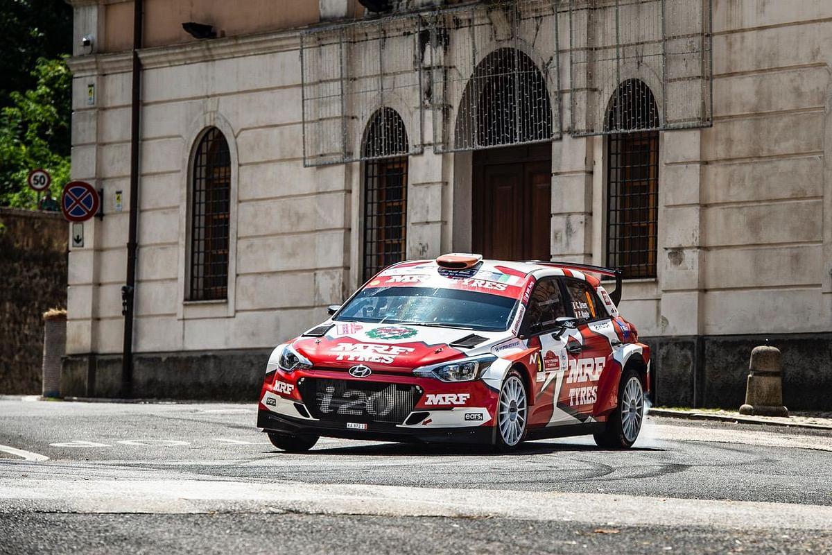 Craig Breen piloting the MRF Hyundai i20 R5 at the Rally de Roma Capitale