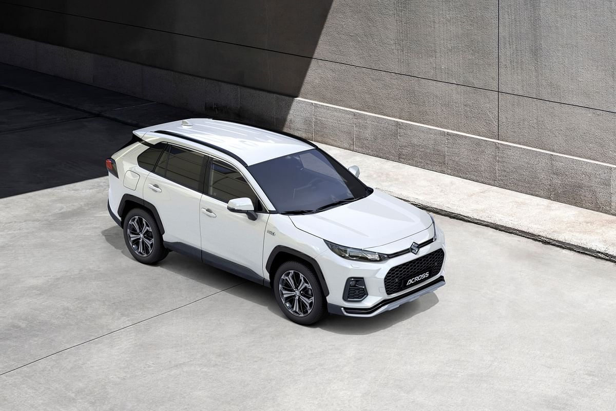 Slimmer headlights and subtle differences in grille and chin spolier/fog lights the differentiating factors between the RAV4 and ACross