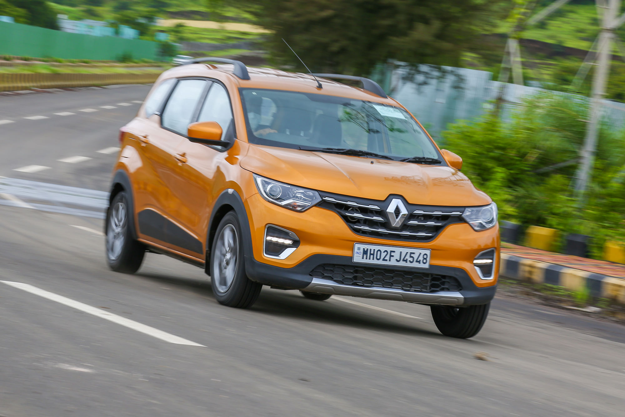 Renault Triber Amt Review Does The Amt Perform Well In The Budget Friendly Seven Seater