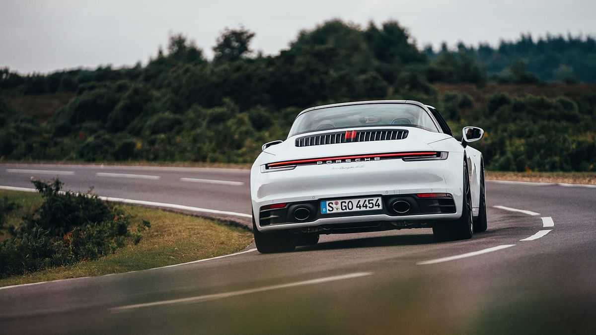 Like all othe four-wheel-drive 911s the Targa is fair at low and medium speed turns