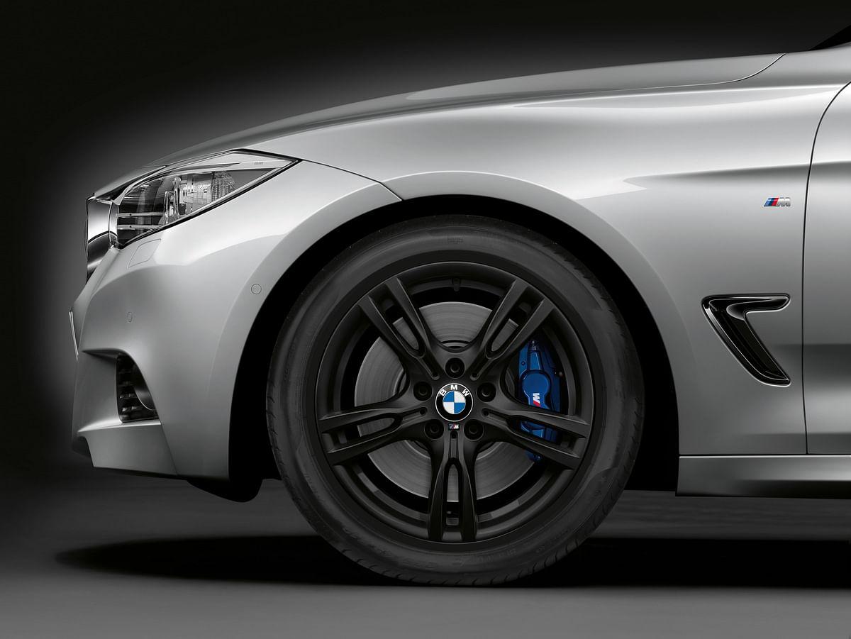Five-spoke alloy wheels look cool in black