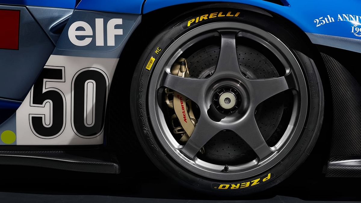 The five-spoke LM-style wheel design