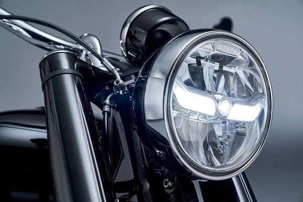 The circle headlamp with the LED DRL blends retro and modern looks
