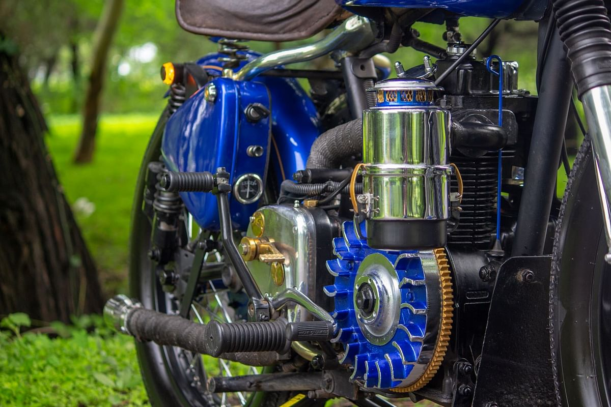 Navilu's exposed flywheel and the retro-themed oil cannister air filter