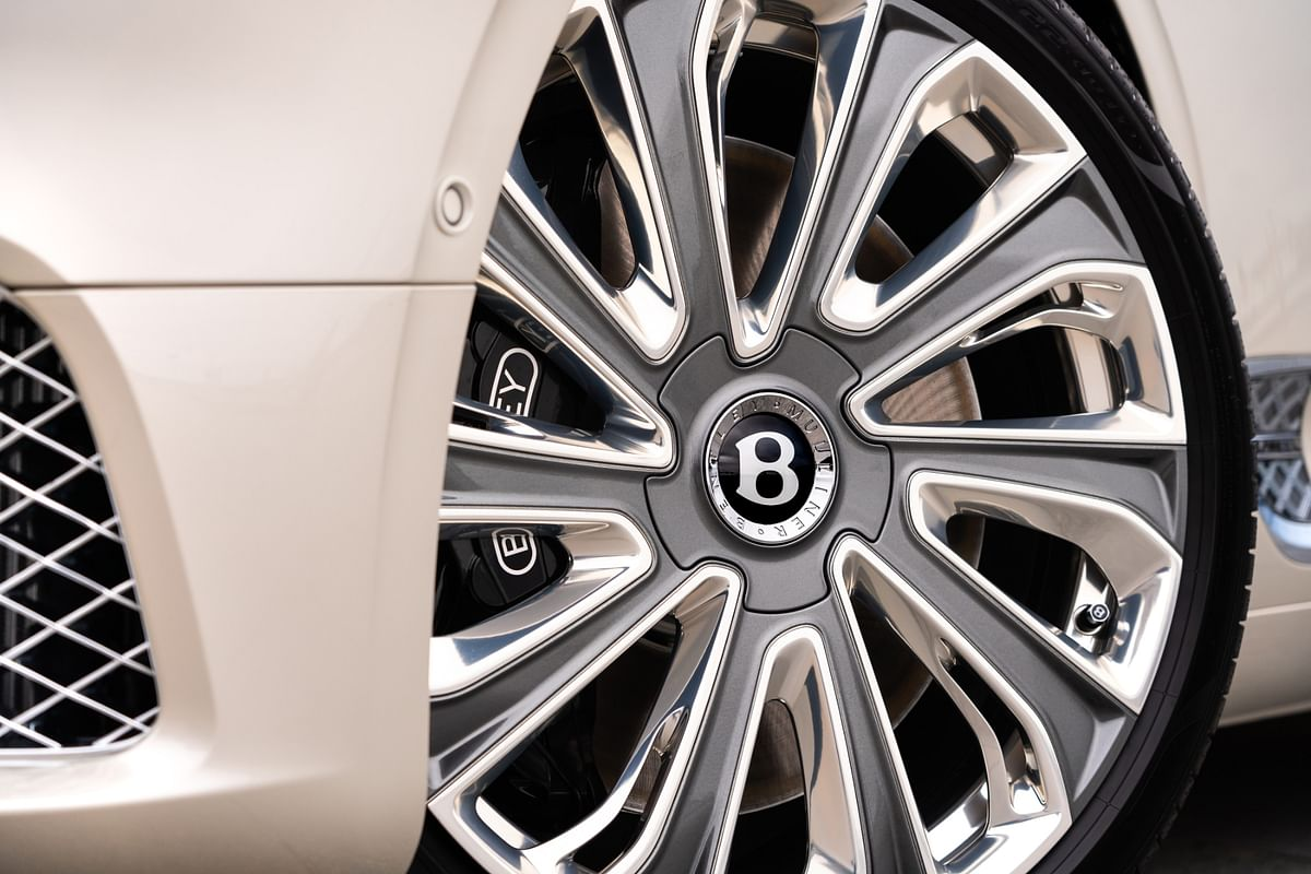 The 'B' at the centre of the aerodynamically enhanced Mulliner-exclusive wheels always stays upright