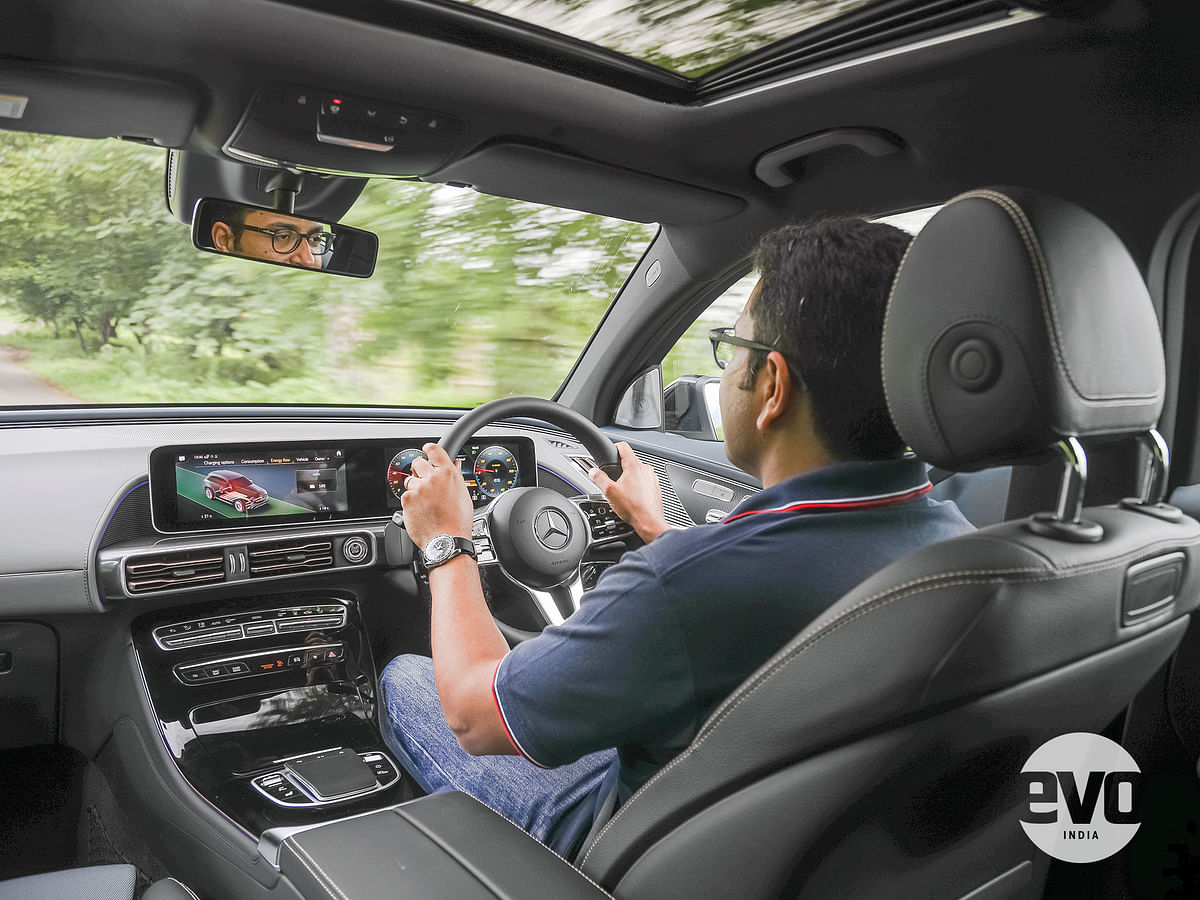 The central infotainment system and digital cockpit is now combined into a single big screen