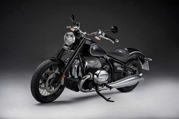 The BMW R 18 is everything you'd expect from a retro-inspired motorcycle