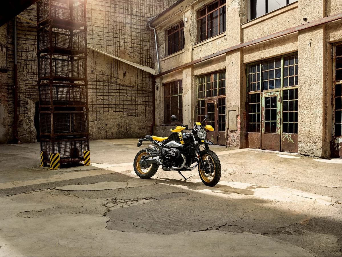 A special edition of the GS variant in black and yellow colour scheme to celebrate the 40th anniversary of GS