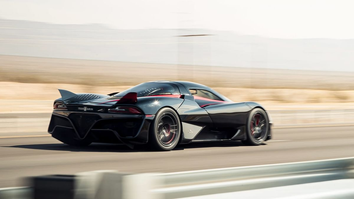 The SSC team claims that the Tuatara's body maintained an aerodynamic balance of 37% at the front and 63% at the rear to achieve that mind-boggling top-speed