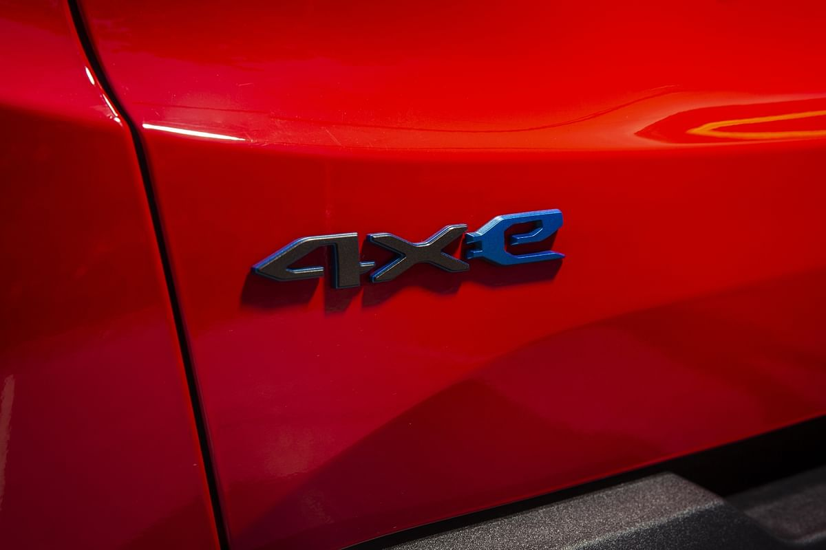 Blue badges and 4xe tag is the only differentiator to its ICE-powered counterparts