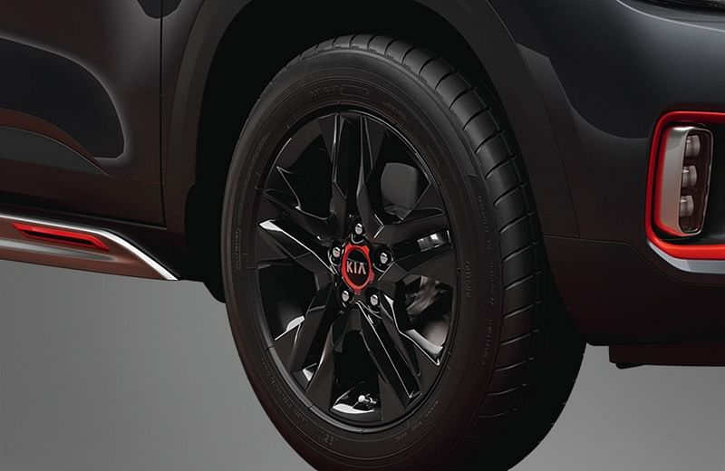 17-inch alloy wheels with orange accents around the Kia logo