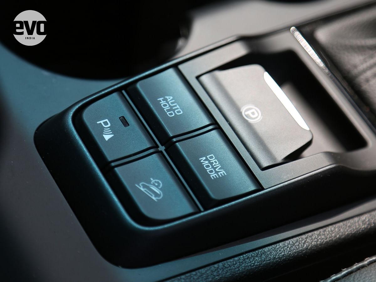 Centrally placed buttons for different drive modes