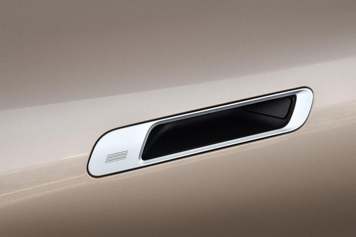 Flush-fit door handles remind of the Jaguar i-Pace