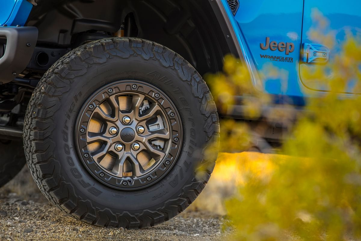 It gets 33-inch tires on 17-inch beadlock-capable wheels as standard