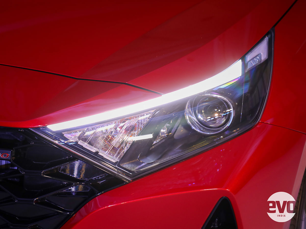 Sharp LED projector headlamps with LED DRLs