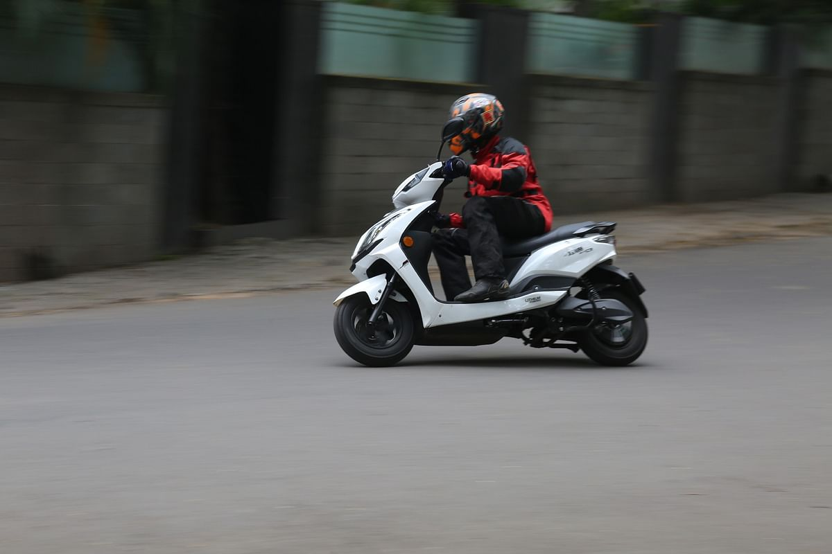 High-set and heavy battery has an effect while tipping into corners