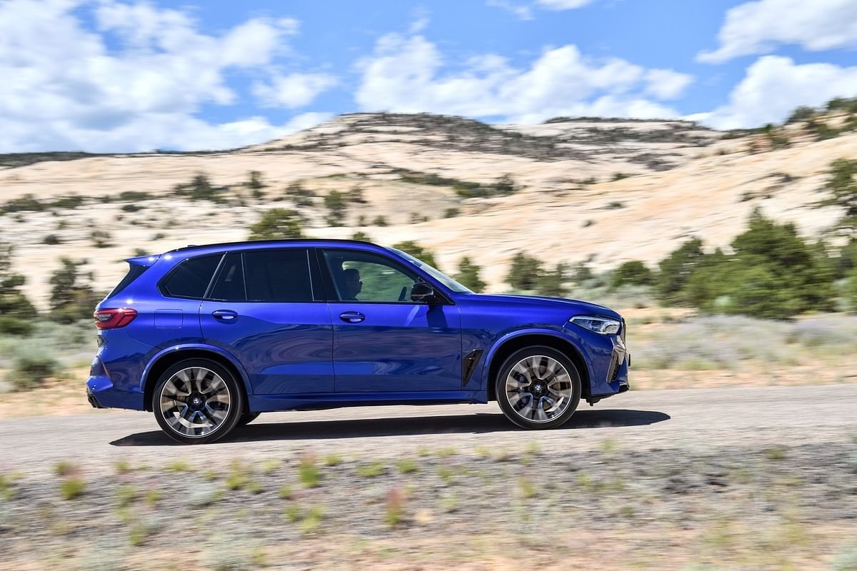 The X5 M Competition gets 21-inch M-light alloy wheels at the front and the rear gets 22-inch 'star-spoke style 809 M Bi-color' wheels