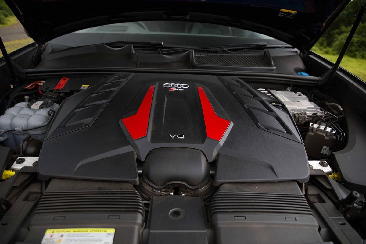Powerful twin-turbo engine