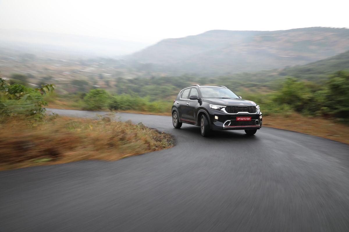 The engine feels refined and relaxed even at the speed limit — this was the diesel with the VGT and automatic gearbox — it felt thoroughly at home on the highway.