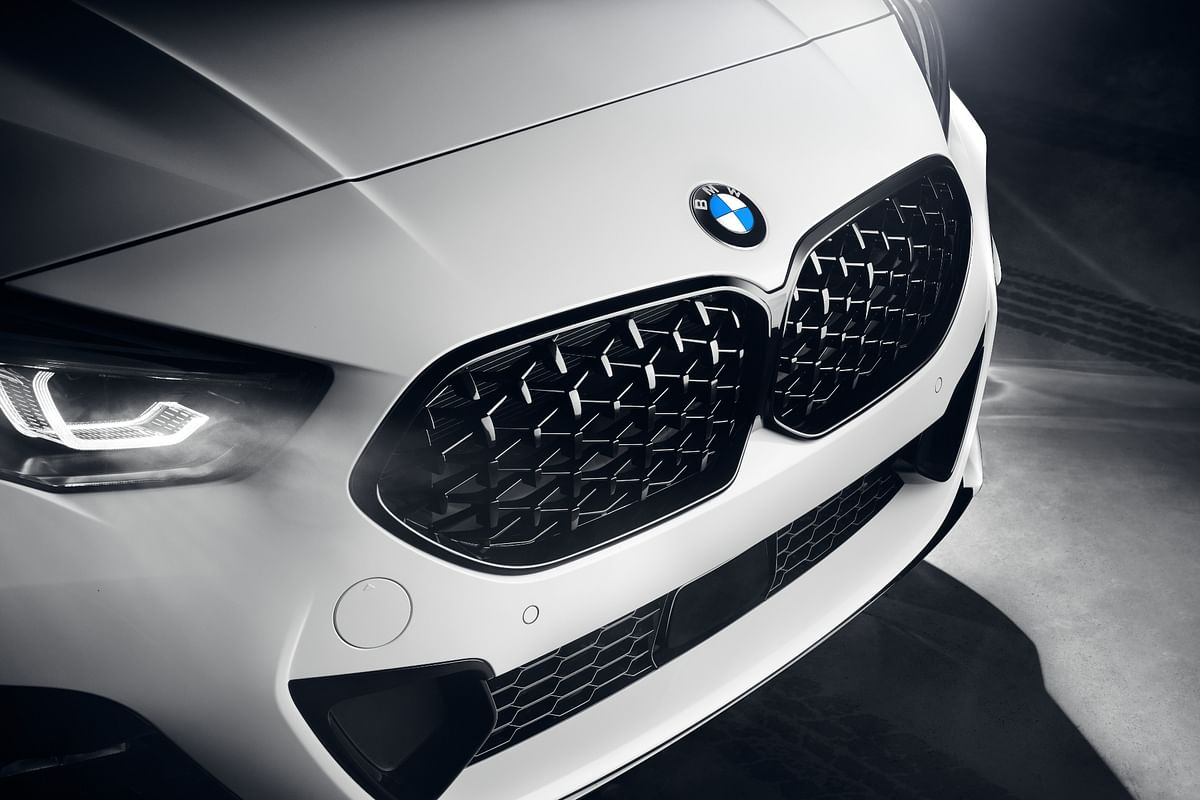 High gloss Black M grille